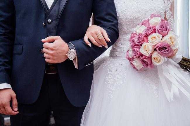 Couples might be allowed to marry at home or outdoors (if these new rules are approved). Picture: Pixabay