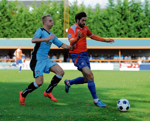 Dean Wells leaves Braintree to join League Two side