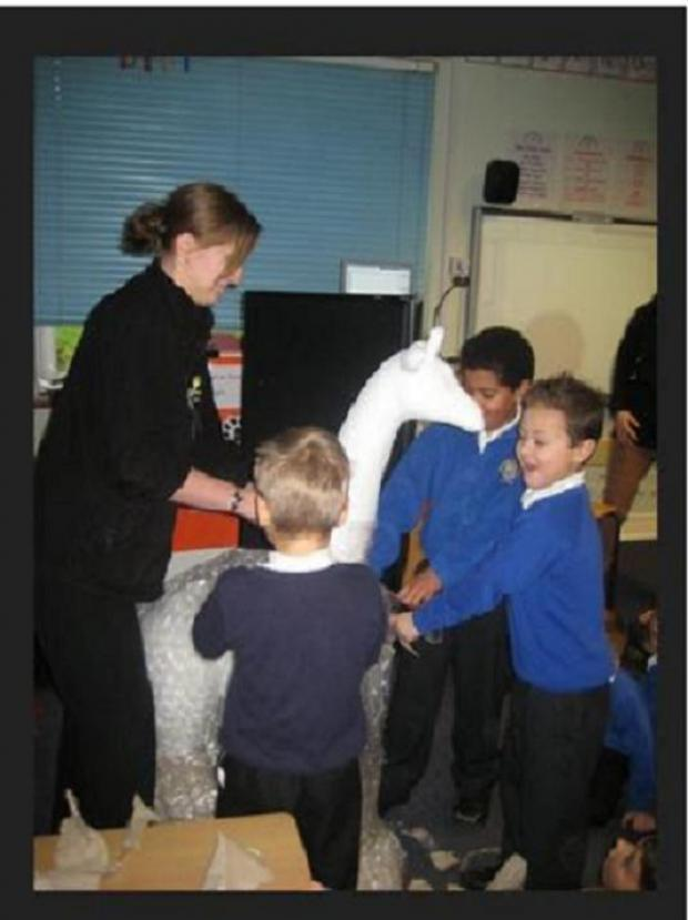 Halstead: Pupils welcome giraffe to school