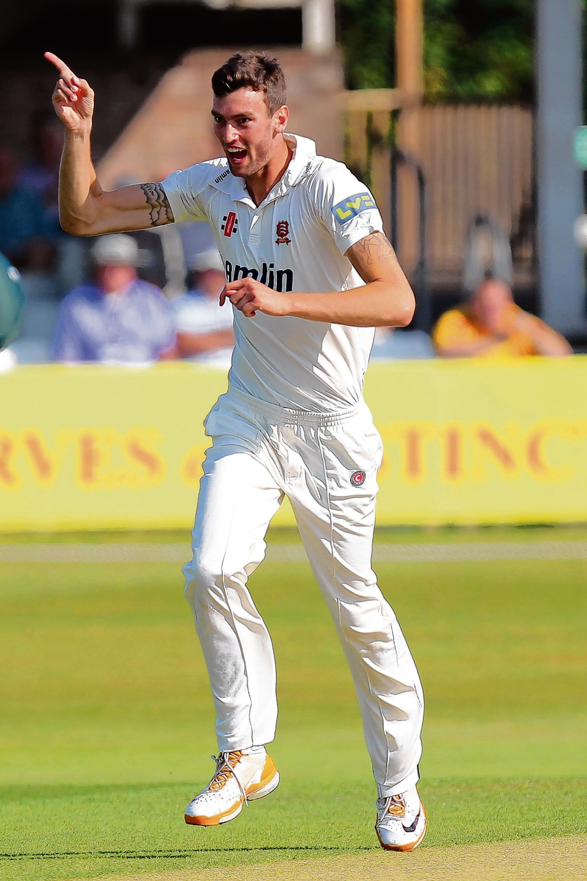 Topley signs Essex contract extension