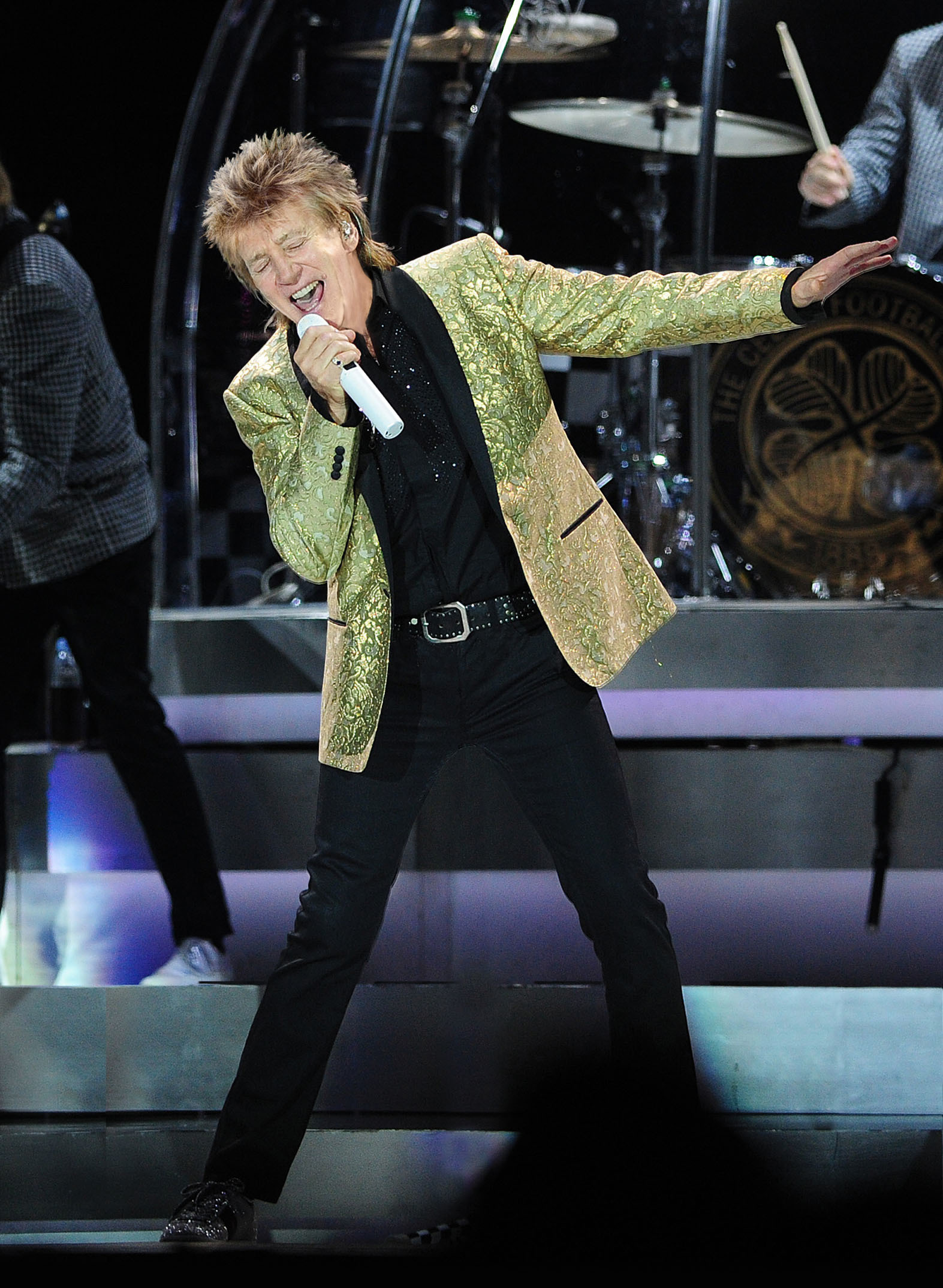 ** NO SYNDICATION PERMITTED ** Rod Stewart performing at the Manchester Arena, Manchester, United Kingdom.  8 December 2016. Photograph Credit : Sean Hansford